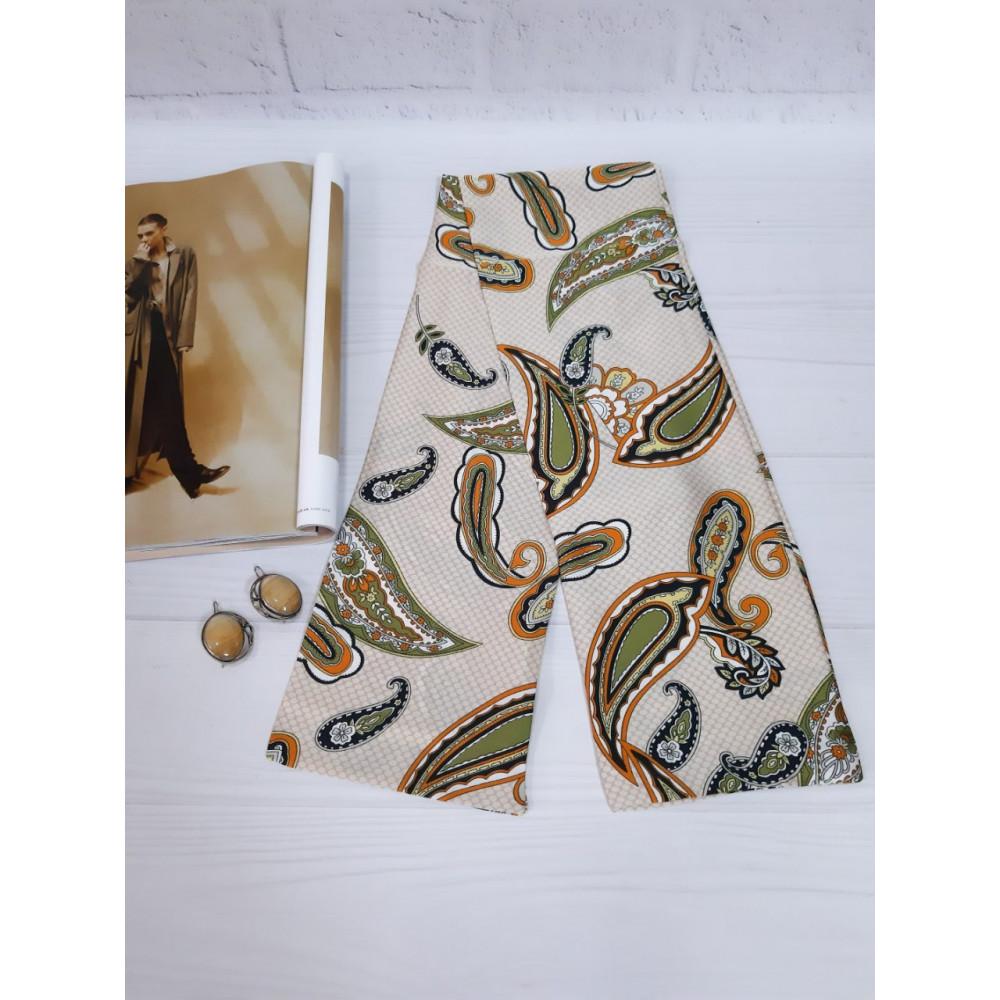 Бежевый шарф-галстук в модный принт фото 2
